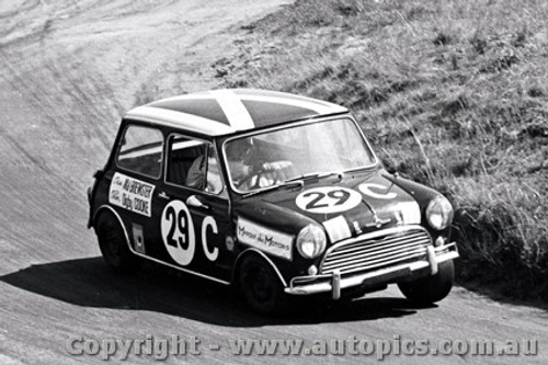 68751 - Mal Brewster / Digby Cooke - Morris Cooper S  - Bathurst 1968