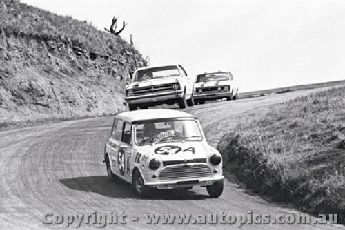 68752 - Midge Whiteman / Christine Cole - Morris Mini Deluxe  - Bathurst 1968