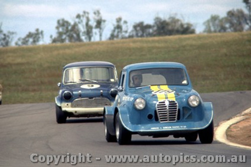 69068 - P. Brock and L. Brown Austin A30 - Morris Mini Lightweight - Oran Park 1969 - Photographer David Blanch