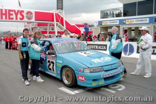 92726 - T. Finnigan / G. Rogers  Holden Commodore VN - Bathurst 1992