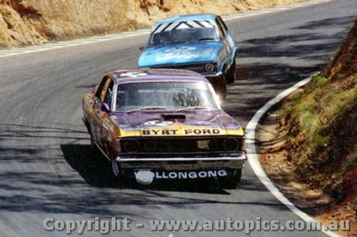 71777  - P. Barnes / R. Skelton  Ford Falcon  XY GTHO Phase 3  &  Leeds / Cooke Torana LC XU1 -   Bathurst  1971 - Photographer Jeff Nield
