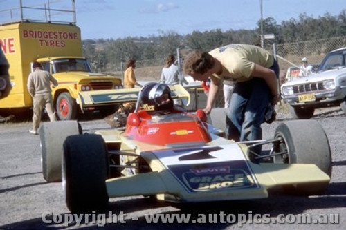 74514 - John Leffler Bowin P8 - Oran Park 4th August 1974 - Photographer Jeff Nield