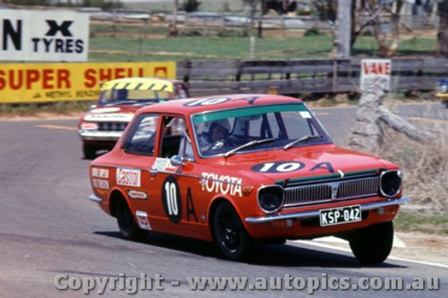 70761 - B. Sampson / D. Thurston Toyota Corolla 1200  -   Bathurst  1970 - Photographer Jeff Nield