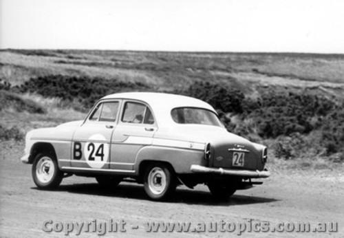 60710 - D..Stewart / M. Galt / B. Murray Simca Aronde    Armstrong 500 Phillip Island 1960