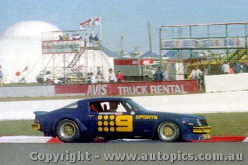 82741  -  K. Bartlett / C. Bond  -  Bathurst 1982 - Camaro