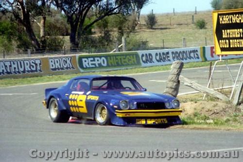 82742  -  K. Bartlett / C. Bond  -  Bathurst 1982 - Camaro