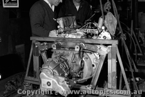 67560 - Installing the Repco engine into John Harvey s BT14 -  April 1967