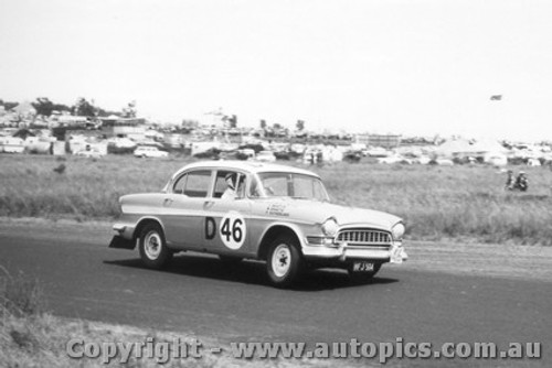 60713 - B. Graetz / F. Southerland Humber Super Snipe -  Armstrong 500 Phillip Island 1960