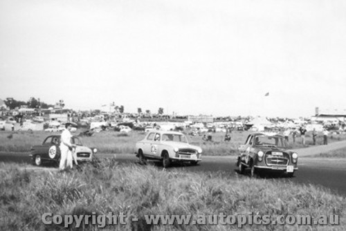 60728 - R. Murphy / I. Calloway  Morris Major,  R. Lilley / J. Gullen  Peugeot 403 and B. Muir / J. Smith   Morris Major - Armstrong 500 Phillip Island 1960