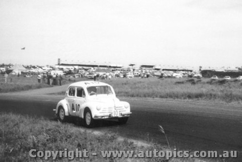 60746 -  W. Marsh / J. Connolly   Renault 750 -   Armstrong 500 Phillip Island 1960