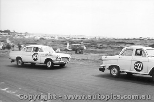 61717 - C. Smith / B. Maher / J. Gray  Morris Major and  F. Coad / J. Roxburgh Vauxhall Velox  - Armstrong 500 Phillip Island 1961