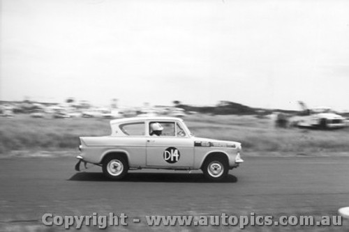 61720 - K. Lott / B. Devlin / P. Candy  - Ford Anglia - Armstrong 500 Phillip Island 1961