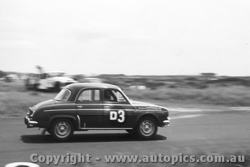 61722 - J. Connolly / B. Sampson / J. Gullan -  Renault Gordi - Armstrong 500 Phillip Island 1961