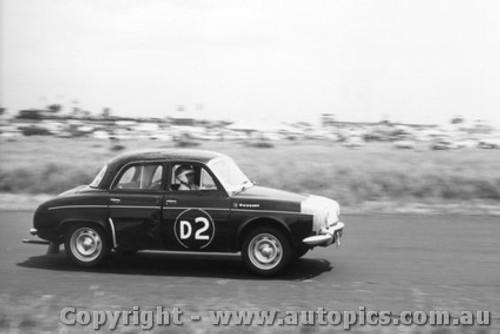 61723 - L. Park / S. Martin / R. Broadhead  -  Renault Gordi - Armstrong 500 Phillip Island 1961