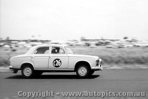 61725 - B. Coe / R. Lilley / T. Osborne  -  Peugeot 403   - Armstrong 500 Phillip Island 1961