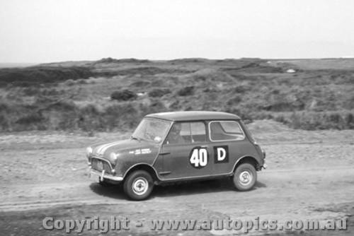 62732 - J. Hunnman / J. Hartnett  - Morris 850 Sports - Armstrong 500 - Phillip Island 1962