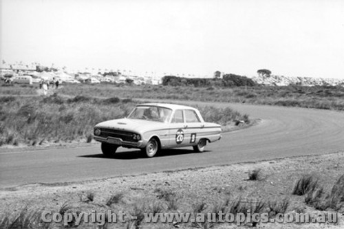 62737 - L. Callaway / F. Porter / J. Smith - Ford Falcon Pursuit XL - Armstrong 500 - Phillip Island 1962