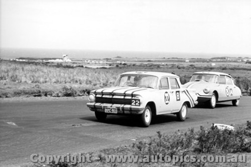 62745 - B. Foster / B. Brown / D. Catlins - Holden EJ and  W. Buckle / B. Foley  Citroen ID19 - Armstrong 500 - Phillip Island 1962