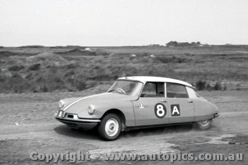 62746 -   W. Buckle / B. Foley  Citroen ID19 - Armstrong 500 - Phillip Island 1962