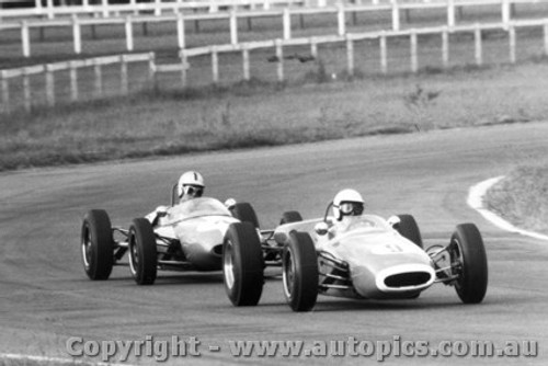 65531 - A. Felton  Brabham Cosworth - P. Williamson Lotus 22 Ford -  Warwick Farm 16th May 1965
