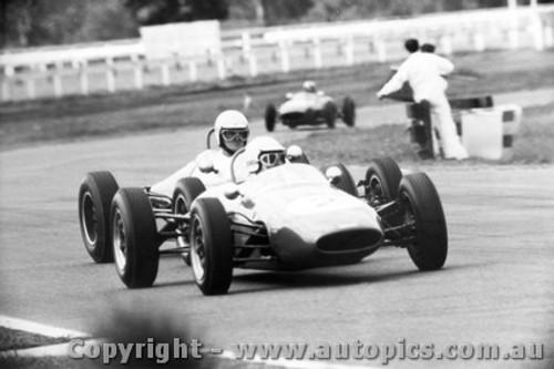 65536 - K. Pinkstone Brabham Cosworth  - Max Stewrat Rennmax Ford -  Warwick Farm 19th September 1965