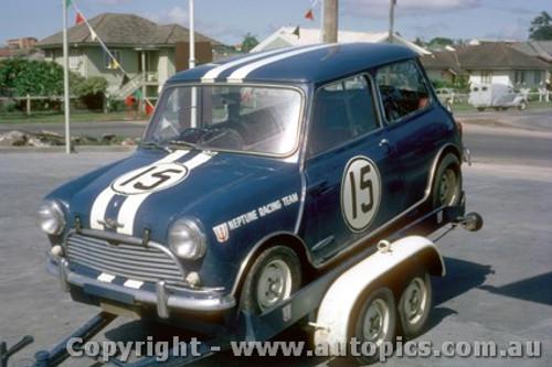 64054 - P. Manton Morris Cooper S  - Lakeside 1964 - Photographer John Stanley