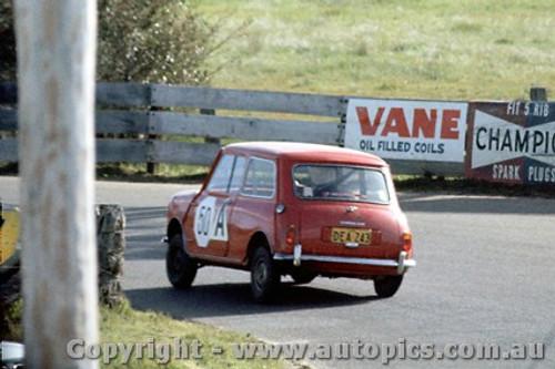 64742  - Matt Daddo / Keith Russell  Morris 850 -  Bathurst 1964 - Photographer Richard Austin