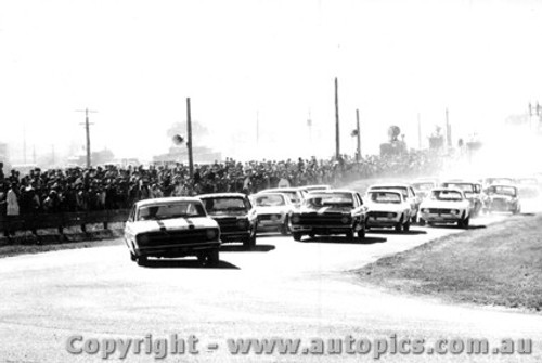 67700  -  Start of the Bathurst 500 - 1967 - Falcons of Geoghegan , Firth and Jane ahead of the Alfas - Photographer  Lance J Ruting