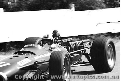 68567 - Pedro Rodriguez -  BRM V12 - Sandown Tasman Series 1968 - Photographer David Blanch