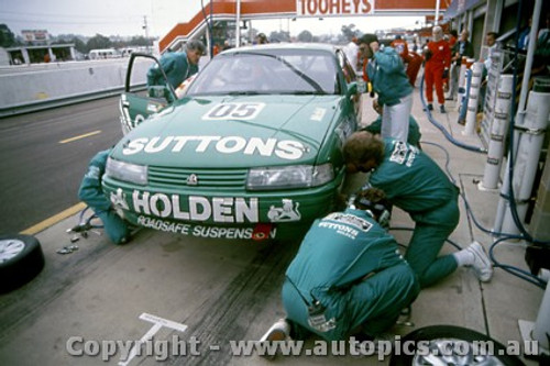 91758 - Brock / Crompton / McKay Holden Commodore VN SS V6 4th place  Bathurst 12 Hour March 1991 -  Protographer Darren House