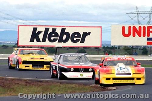 82040 - B. Jane Chev Monza / T. Edmondson Alfetta  V8 / J. Richards Ford Falcon - Calder 1982 - Photographer  Peter D Abbs