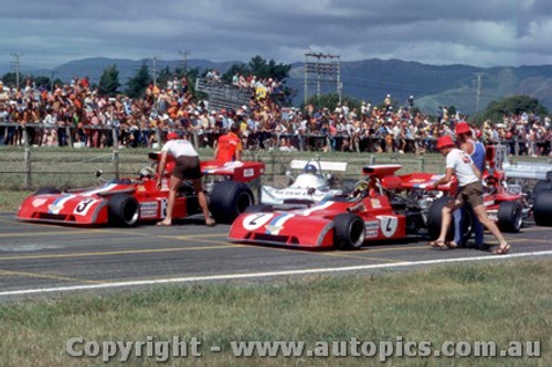 74632 - P. Gethin  / Teddy Pilette - Chevron B24 - Tasman Series New Zealand 1974 -  Photographer Jeff Nield