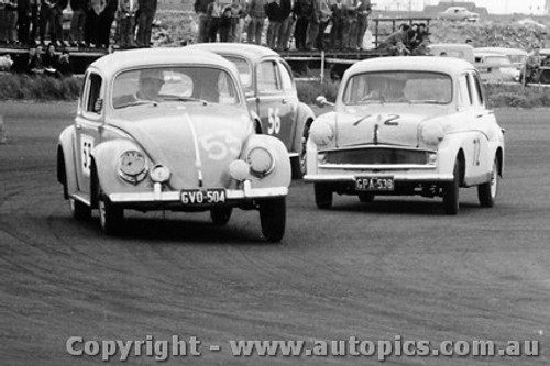 58015 - #53 L. Molina - #56 D. Gowing - Volkswagen - E Abbott - Standard 10 - Fishermen s Bend - 18th October 1958 - Photographer Peter D Abbs