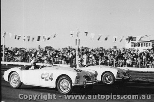 62418 - #24 - R Redpath - MGA - #37 - P Turnbull - MGA - 9/9/1962 - Calder - Photographer Peter D Abbs