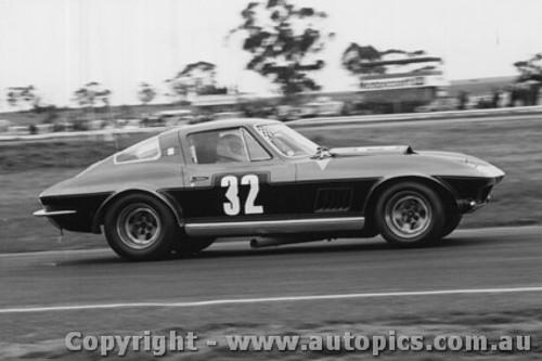 73443 - C.  Occhipinti - Chev corvette - 11/8/1974 - Calder - Photographer Peter D Abbs