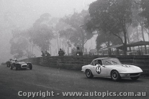 67495 - Fred Gibson - Lotus Elan  - A very foggy Catalina 23th April 1968 - Photographer Lance J Ruting
