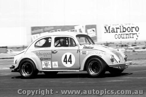 75043 - Darrylyn Huitt - Volkswagen V8  VW  - Calder 1975 - Photographer Peter D Abbs