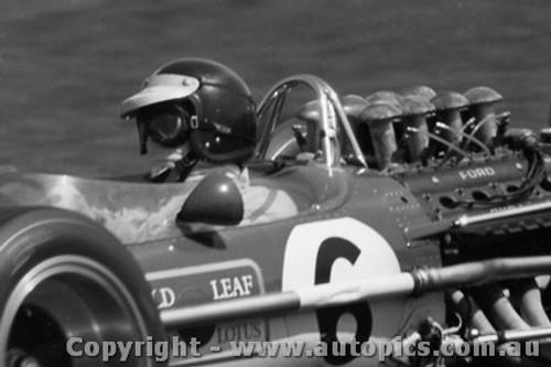 68589 - Jim Clark - Lotus - Tasman Series - Warwick Farm - 1968 - Photographer  David Blanch