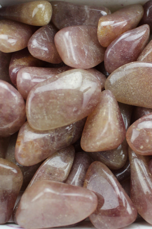 Green Aventurine Vitality, confidence, growth, stone of opportunities, protects the heart, luck, lungs, liver, sinuses, release of negative energy and blocks.