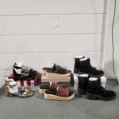 30 Units of Shoes (pair) - MSRP 1520$ - Brand New (Lot # 569665)