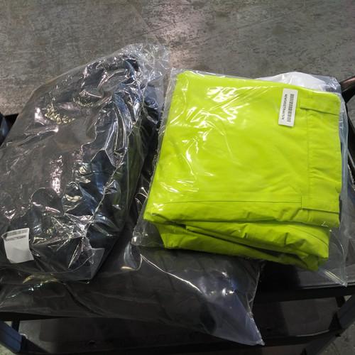 1 Box #14947 - 4 units of Mountain Warehouse Women & Men Ski Pants & More  - MSRP 450$ - New