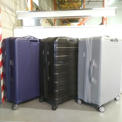 8 Units of Luggages & Bags - MSRP 6550$ - Returns