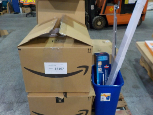 YEAR END CLEARANCE: 2 Pallets #14167 - 88 units of Home Products from  Amazon ca - MSRP 3008$ - Returns