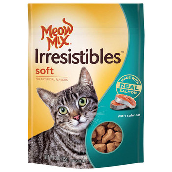 Lure your cat to you anytime and gift him a treat with the Meow Mix Irresistibles Soft Cat Treats. It is made from real chicken without preservatives and comes in a pouch that can be sealed back after feeding.
