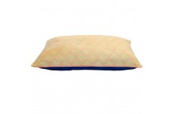 This 27x36 Pillow Style Bed features a faux linen print with accent piping.  Inside is 100% recycled polyester fiber fill.  This bed holds dogs up to 60 pounds.  Machine washable for easy care.