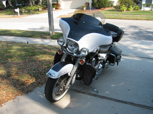 """Black Paint Batwing GPS Fairing with 6""""x 9"""" Speakers and Stereo Harley Davidson Road King Standard"""