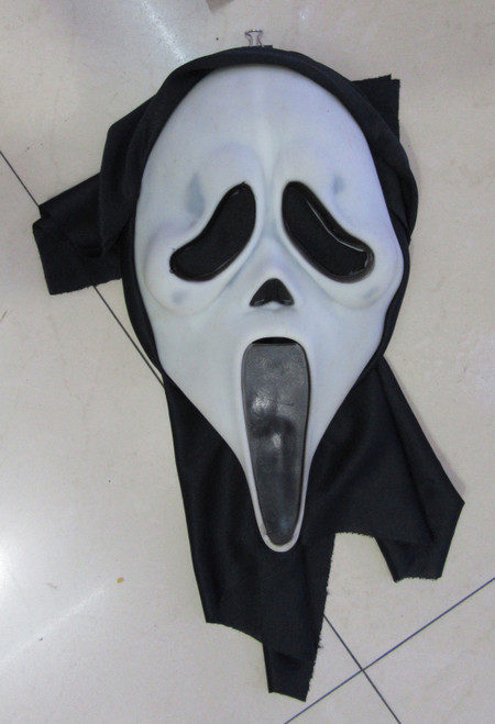 PVC Scream Mask with Shroud