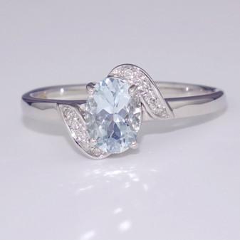 9ct white gold aquamarine and diamond twist ring