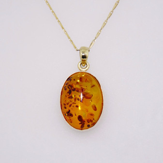 9ct gold oval cabochon cut amber pendant