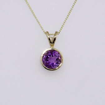 9ct yellow gold round cut amethyst in rubover setting PE4813